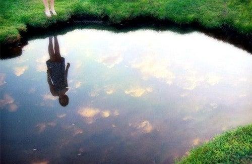 Descubra a lei do espelho e seja feliz