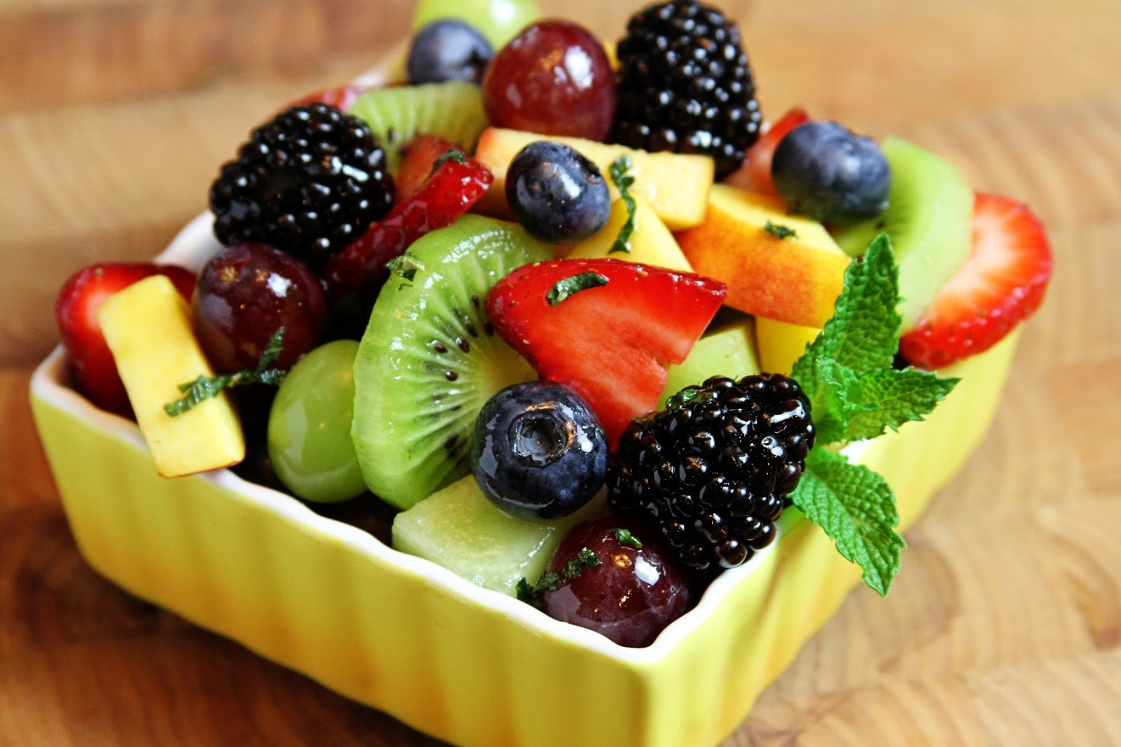 saldas de frutas no café da manhã