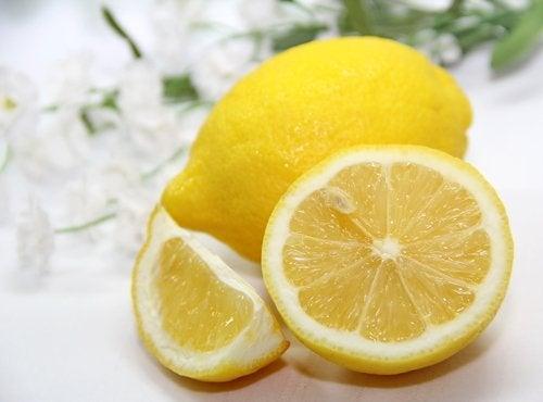 limão com casca cortado