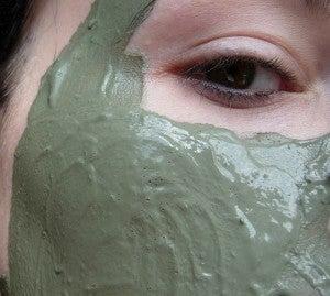 máscaras faciais com argila