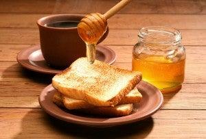 Como usar o mel para calcanhares rachados