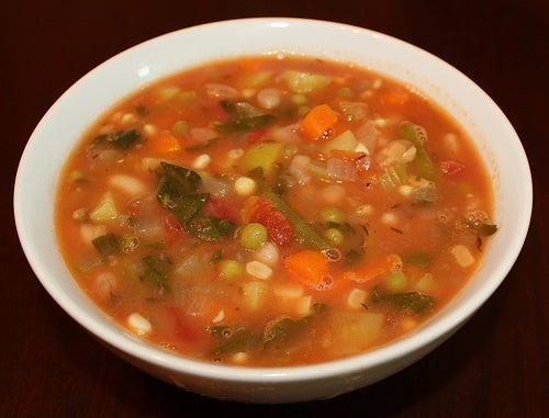 Aprenda a fazer esta sopa de verduras