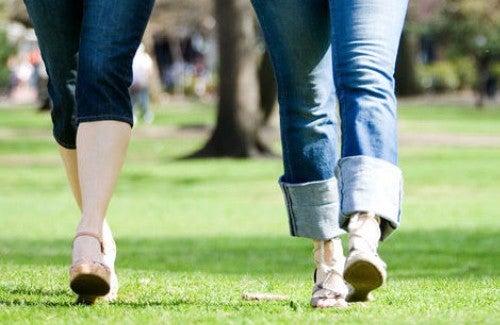 Os benefícios de caminhar 30 minutos pela manhã