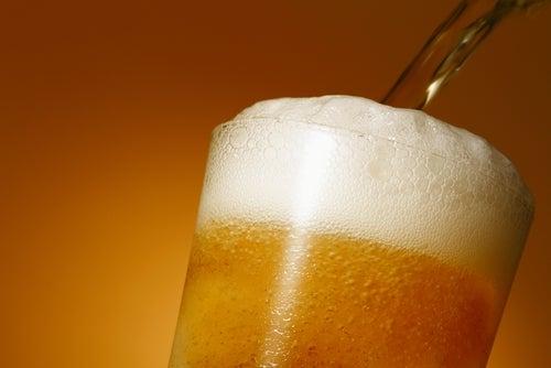 Evite bebidas alcoólicas para tratar a cistite