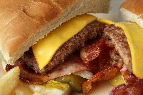 Fast-food pode causar irritação no cólon