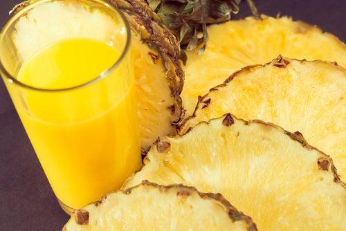 Vitamina com abacaxi para desinflar o abdômen