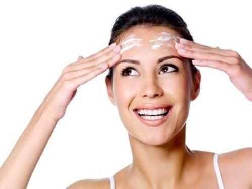 Cremes para eliminar manchas e rugas no rosto