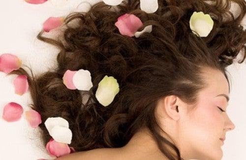 Como perfumar o cabelo naturalmente?