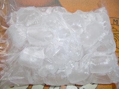 Saco de gelo para aliviar a dor no joelho