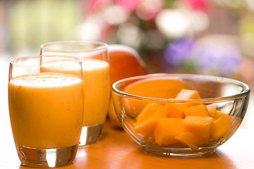 Vitamina de mamão e laranja para o intestino