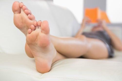 Durma com as pernas elevadas para evitar as veias de aranhas