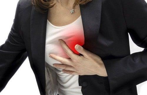 O que fazer ao sentir dores no peito?