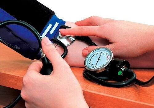 Entre os benefícios do magnésio está o fato de reduzir a pressão arterial