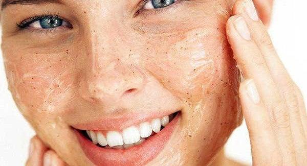 Como esfoliar sua pele e mantê-la radiante?
