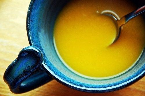 Aprenda a preparar um caldo com propriedades anti-inflamatórias
