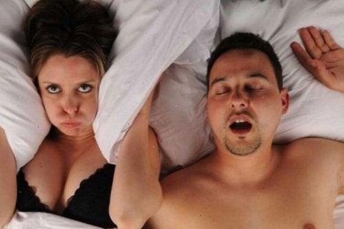 5 alimentos que podem te ajudar a parar de roncar