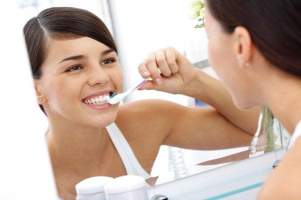 Limpar bem a boca para evitar o mau hálito
