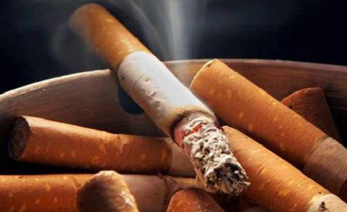 Pare de fumar para evitar o mau cheiro
