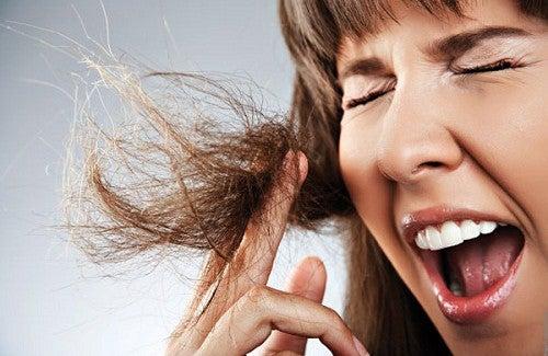Como eliminar as pontas duplas do cabelo?