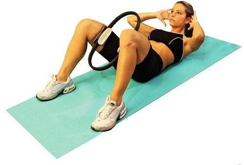 Exercício de pilates para tonificar os glúteos