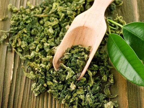 Cha-verde-folhas