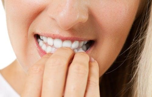Comer as unhas