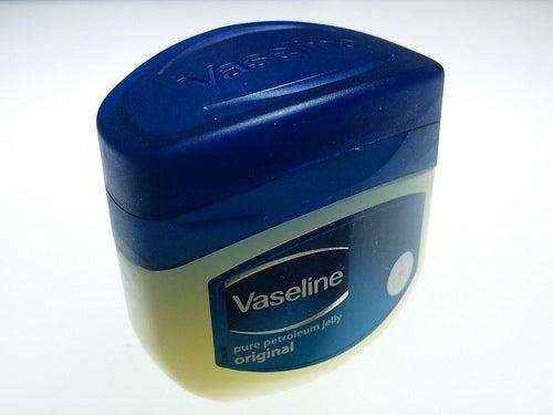 uso da vaselina para cuidar da saúde e dos aspectos estéticos