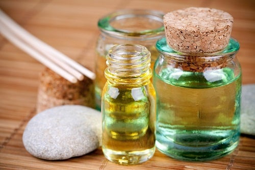 Quatro óleos para reparar o cabelo danificado