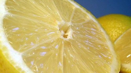 limão para aromatizar casa com cheiro agradável
