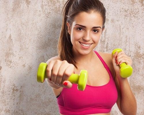 Praticar exercícios para desenvolver músculos pode ajudar a acelerar o metabolismo