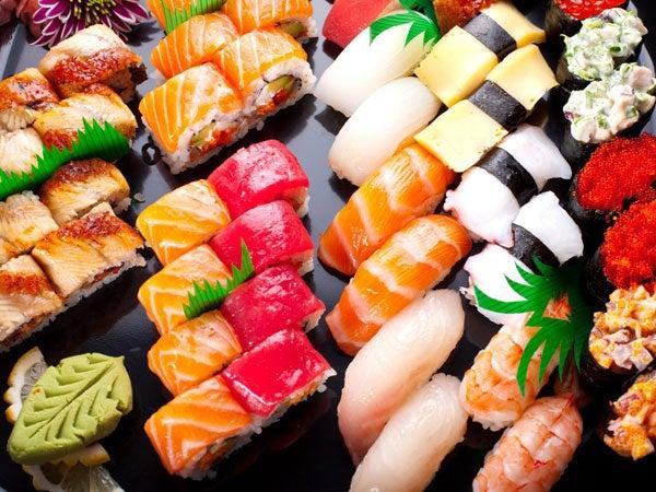 alimentos como sushi que possuem maionese e condimentos são calóricos e fazem mal a saúde