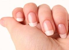 6 dicas e recomendações para uma manicure em casa perfeita