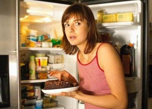 Evitar a ansiedade na hora de comer para melhorar a indigestão