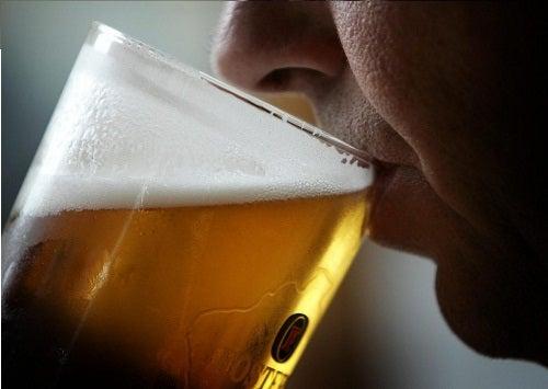 Benefícios da cerveja para a saúde e a beleza