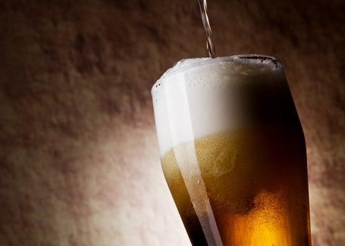Entre os benefícios da cerveja está o fato de ajudar a evitar a constipação