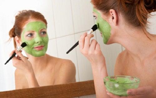 Máscaras de argila ajuda a fechar os poros da pele