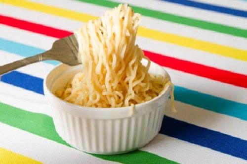 Os perigos de comer sopa instantânea