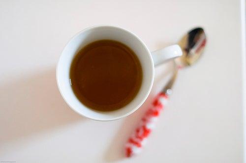 chá para regular a menstruação