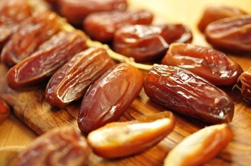 Inserir Tâmaras na dieta para curar dores nas articulações