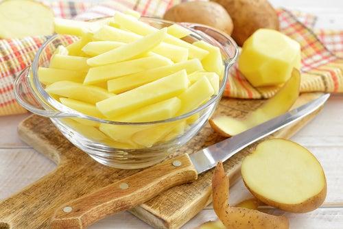 A batata ajuda a diminuir o ressecamento dos olhos
