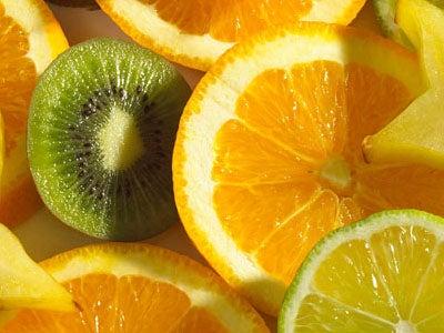Suco de laranja e limão ajuda a acabar com infecção urinária