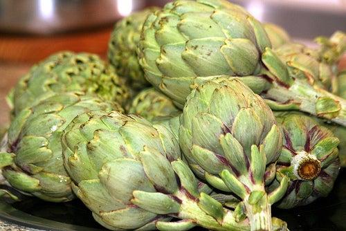 Alimentos-y-plantas-que-ayudan-a-limpiar-el-hígado