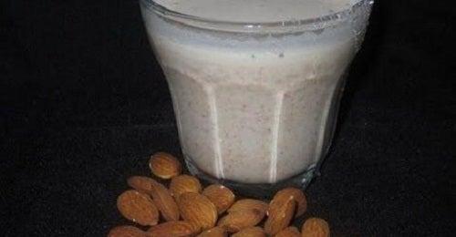 Benefícios do leite de amêndoas