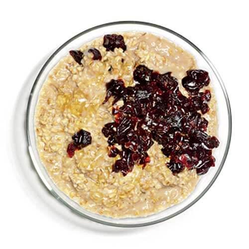Granola com cereja é uma opção de café da manhã que pode te ajudar a perder peso