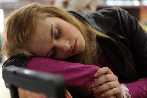 O sonho de estar caindo no vazio ocorre nos estágios iniciais do sono