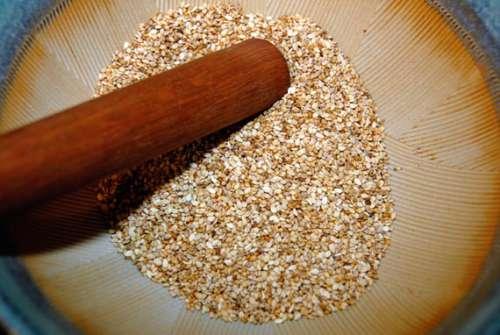 Sal de sésamo no arroz vermelho