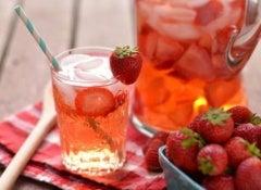 Água com morangos