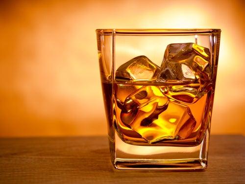 Evite o consumo de álcool para reduzir o ronco