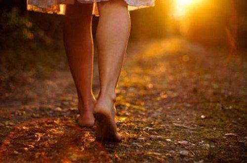 Caminar ao ar livre ajuda a relaxar