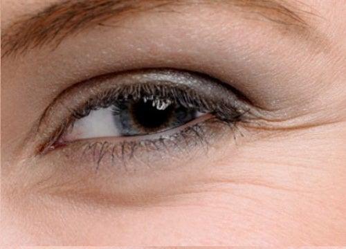 5 cremes caseiros para o contorno dos olhos